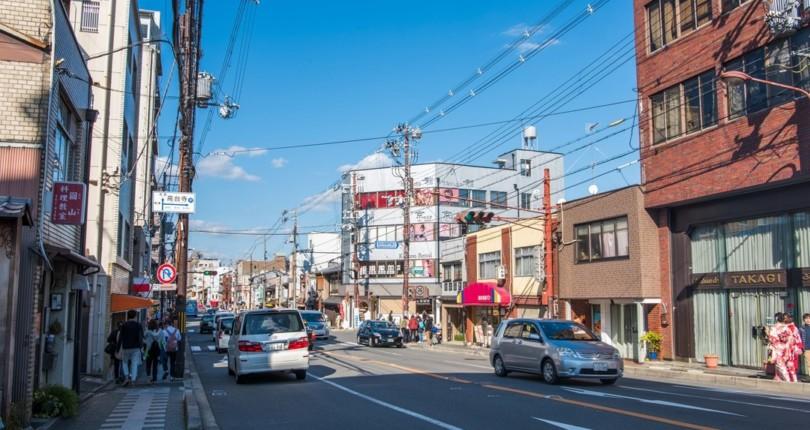 日本滿大街交錯的電線像蜘蛛網